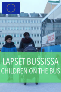 lapset bussissa